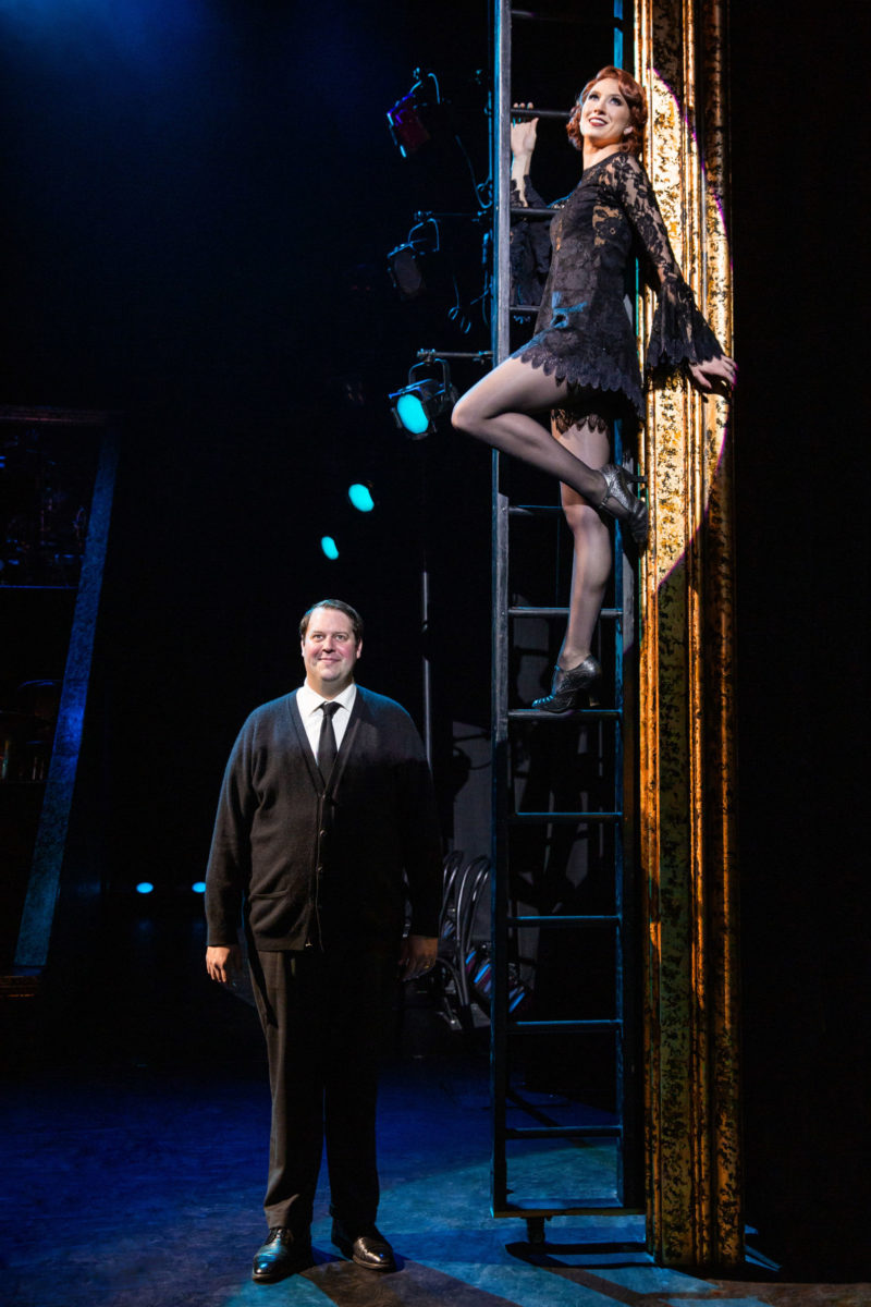 Scene from CHICAGO between Amos and Roxie Hart